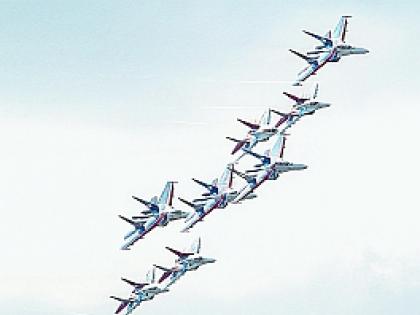 Пилотажная группа «Стрижей» и «Русских витязей»